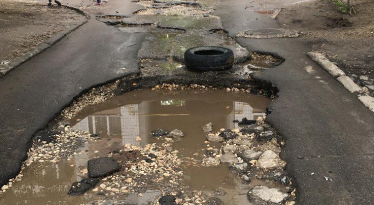 Яма на Касимовском шоссе стала ловушкой для водителей