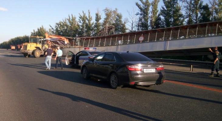 Водитель из Рязани обрушил пешеходный переход под Владимиром