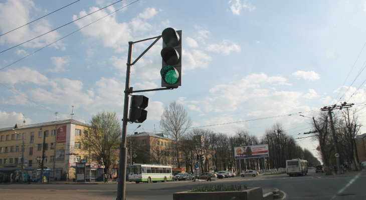 Около школы убрали светофор - дети с риском для жизни идут на встречу знаниям