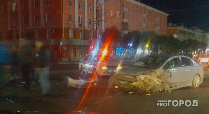 На мосту у Дома Художника столкнулись BMW, Honda и Приора - страшное ночное ДТП