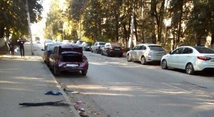 На улице Великанова разбили припаркованную десятку