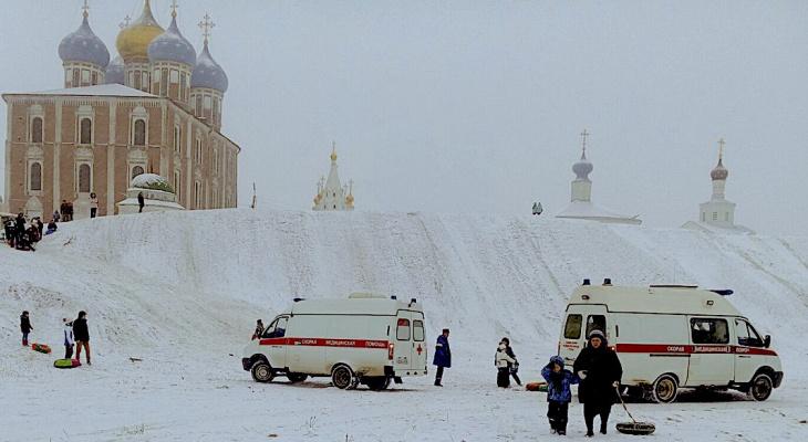 Опасный кремлевский вал: во время катания пострадали женщина и ребенок