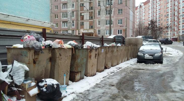 На Зубковой автохамы ежедневно блокируют проезд мусоровозу