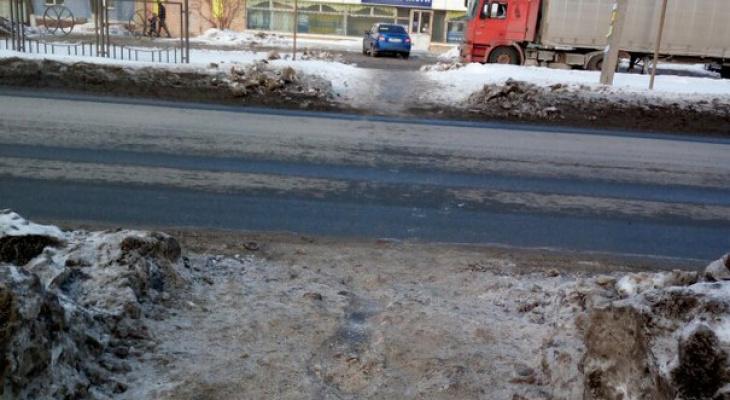 В Рязани очистили дорогу от снега после жалобы горожанки