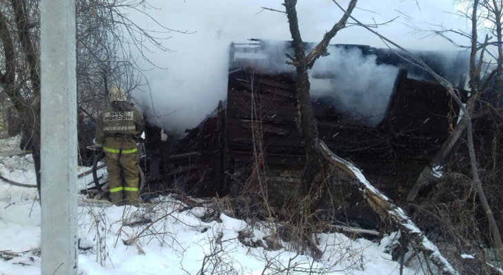 В Дашково-Песочне сгорел деревянный дом