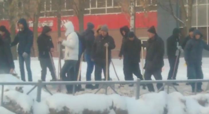 После смерти пенсионера и падения рязанки в городе начались масштабные работы по уборке снега