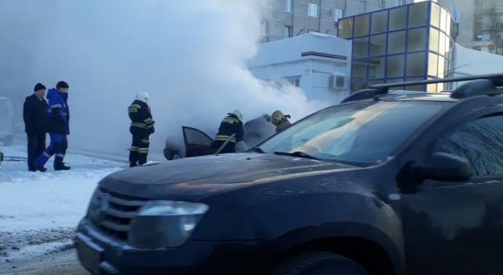 На улице Бирюзова сгорел автомобиль