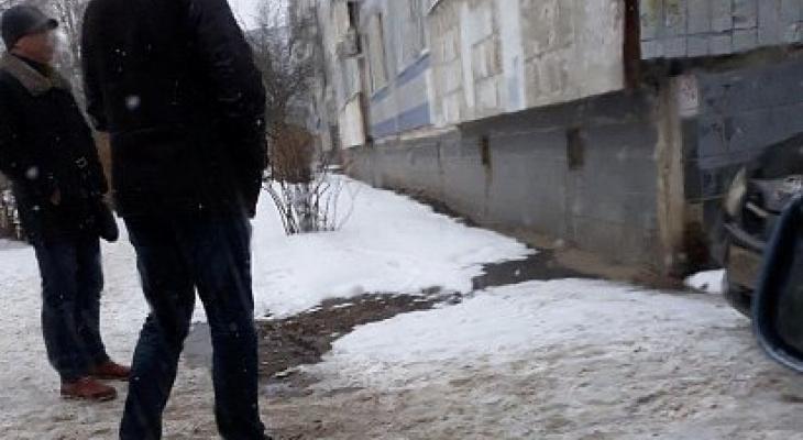 В Рязани бизнесмен выпал из окна многоэтажки. Все, что известно о трагедии