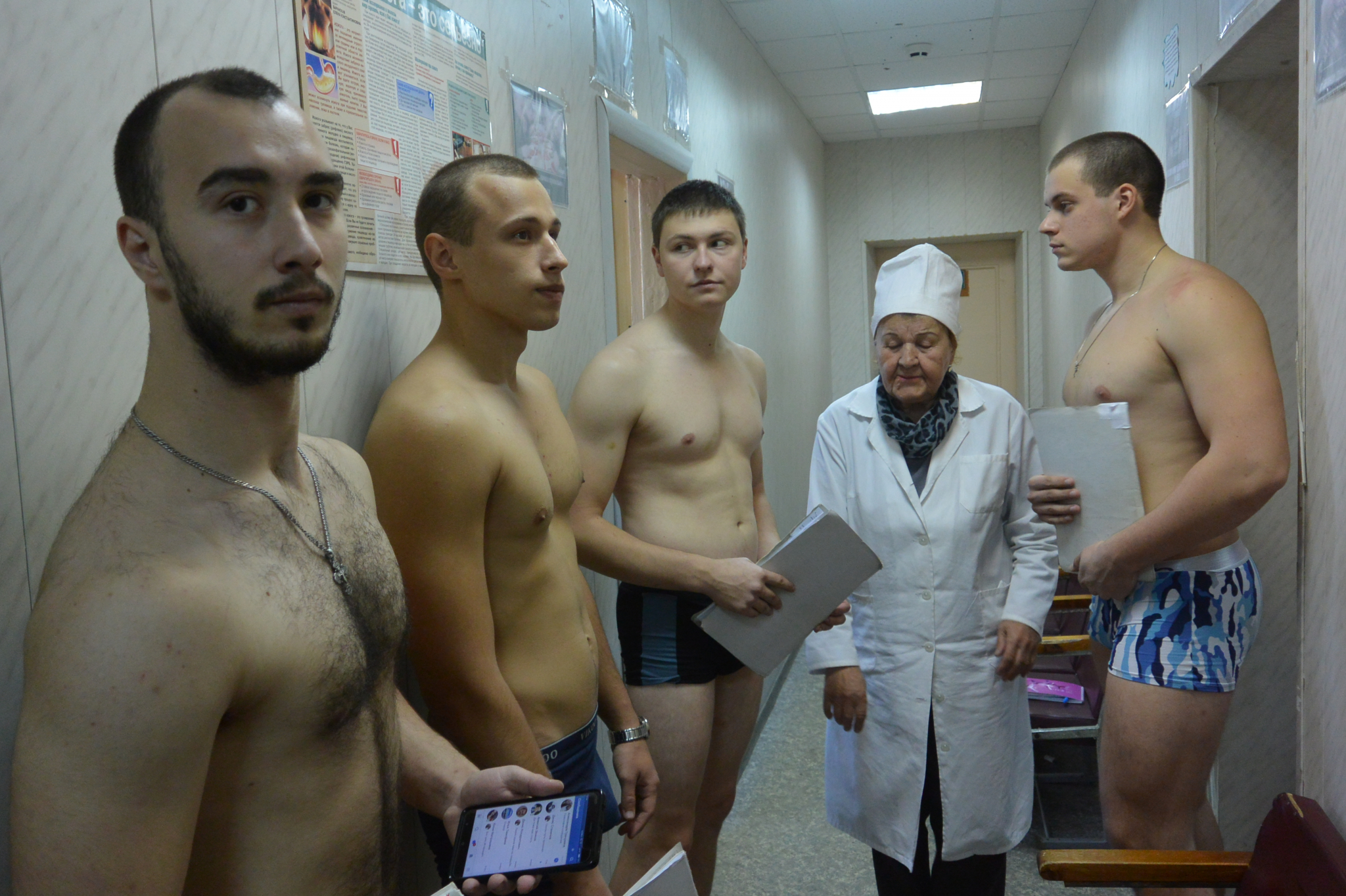voennie-telki-na-komissii-porno-tri-devki-sut-vo-vremya-traha-s-muzhikom